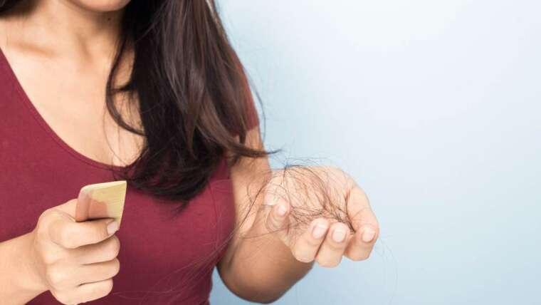 Queda de cabelos: por que meu cabelo está caindo?